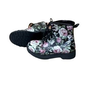 Mossimo Supply Co floral boots size 6.5 NWOT